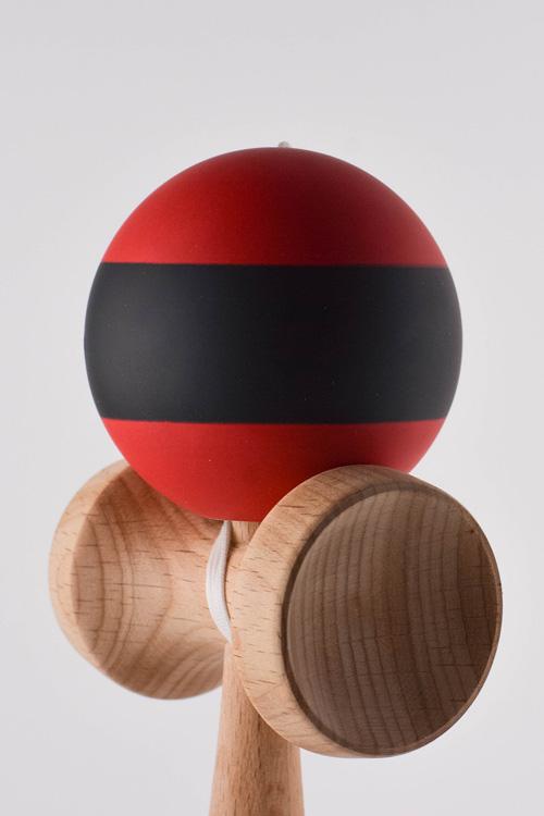 קנדמה REG בצבע אדום/שחור